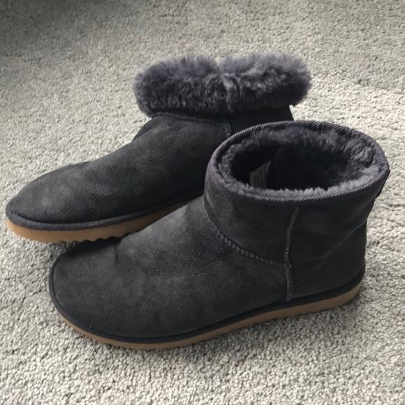 183d5764205 Ugg Women Classic Mini Navy Boot Size 9